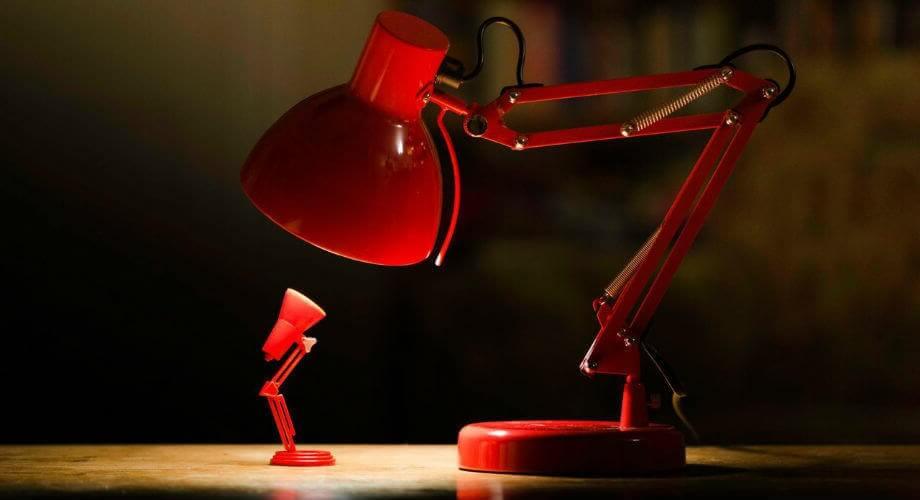 Какая настольная лампа лучше для школьника
